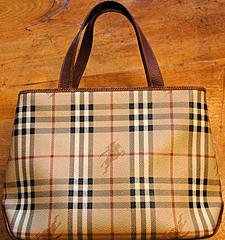 Weekly Comp - 17/10/08-562px-burberry_handbag.jpg